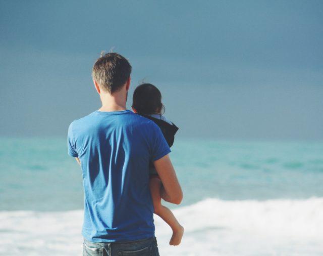 Władza rodzicielska – czym jest i jakie są możliwości jej pozbawienia albo ograniczenia